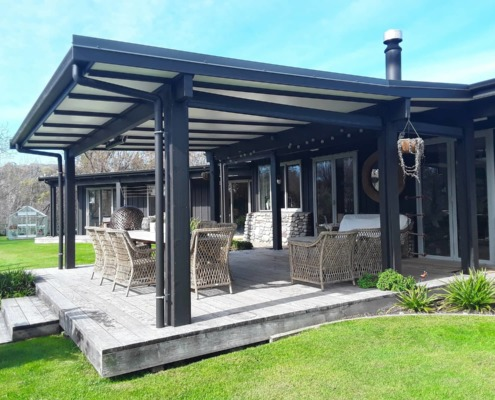 Roll up outdoor screens on Douglas Hawke's Bay Havelock North blind installation
