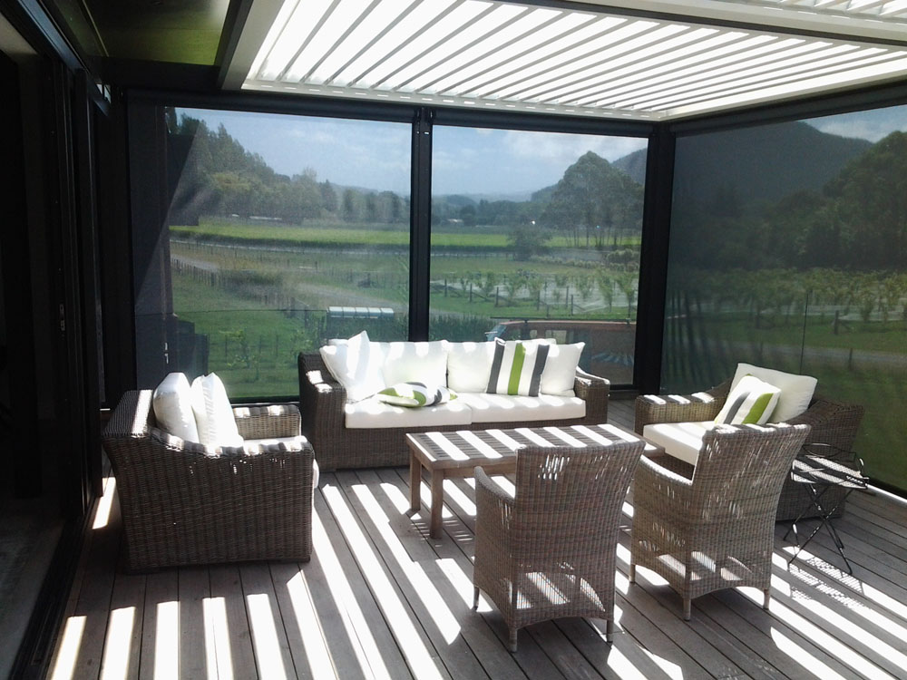 Combine Ziptrak screens and a louvre roof for a cosy outdoor room Hawkes Bay NZ
