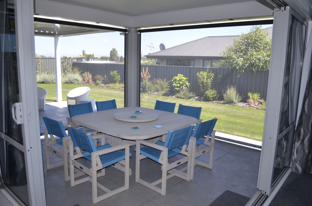 The outdoor patio is private and warm thanks to privacy blinds