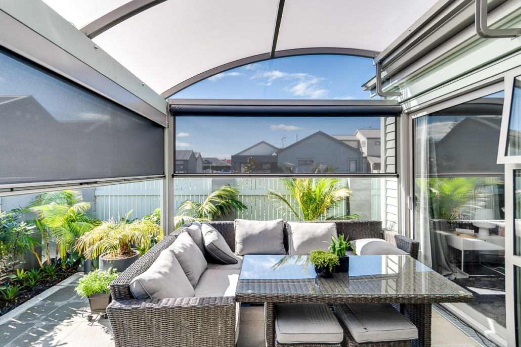 Alitex Curved Canopy Combined with Ziptrak Screens Provide a Stylish Outdoor Room Napier Hawkes Bay