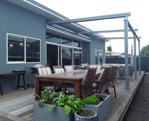 Fully open, the sun and stars are invited in to this Hawke's Bay deck.